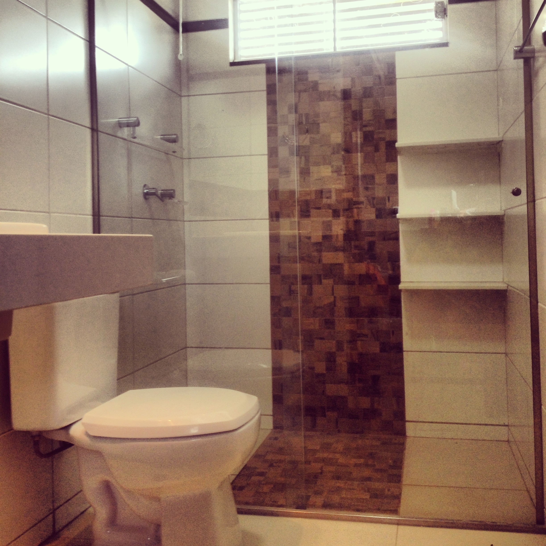 Banheiro com Vários revestimentos!!!  #441C26 2448x2448 Banheiro Com Porcelanato De Madeira