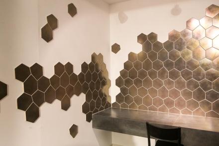 o-revestimento-ceramico-tresor-argent-novidade-da-portobello-wwwportobellocombr-durante-a-expo-revestir-11-a-14-de-marco-de-2014-em-sao-paulo-e-inspirado-nos-metais-preciosos-1394747627538