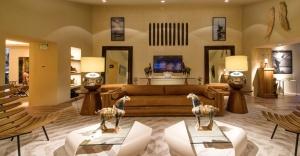 o-arquiteto-joao-mansur-retorna-a-mostra-com-o-living-numa-proposta-limpa-e-atemporal-composta-por-cores-sobrias-e-disposicao-simetrica-dos-elementos-a-28-edicao-da-casa-cor-sp-14012834409